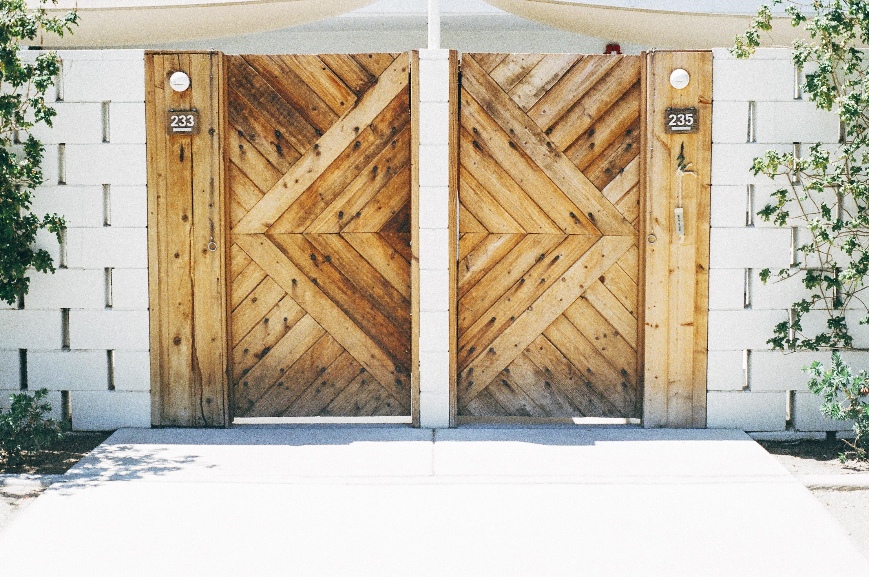 Dörrar till hyrt förråd
