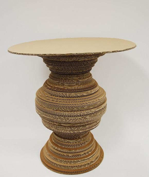 Flyttkartong pyssel bord