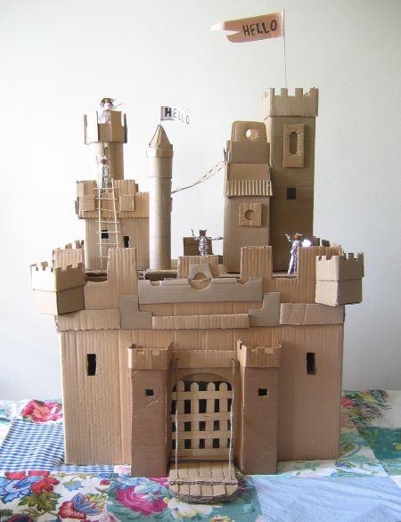 Flyttkartong pyssel slott