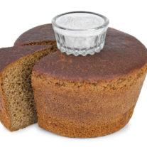 Symbolisk-inflyttningsgåva-bröd-och-salt