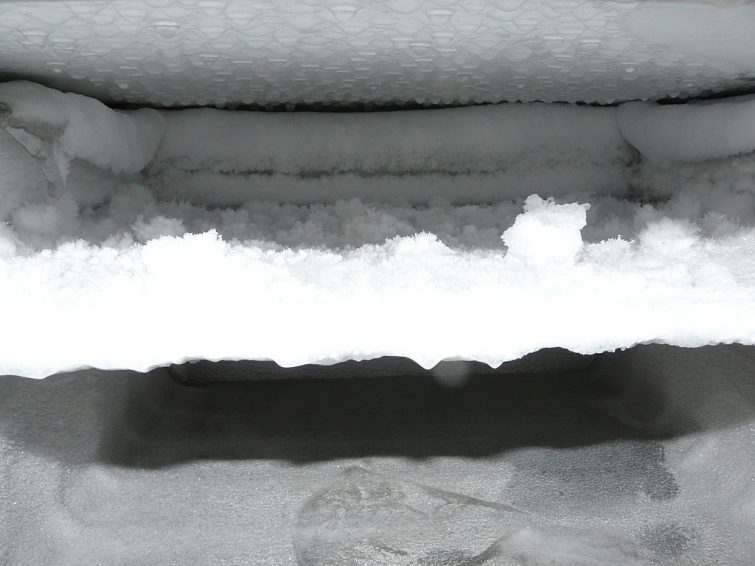 frosta av frysen