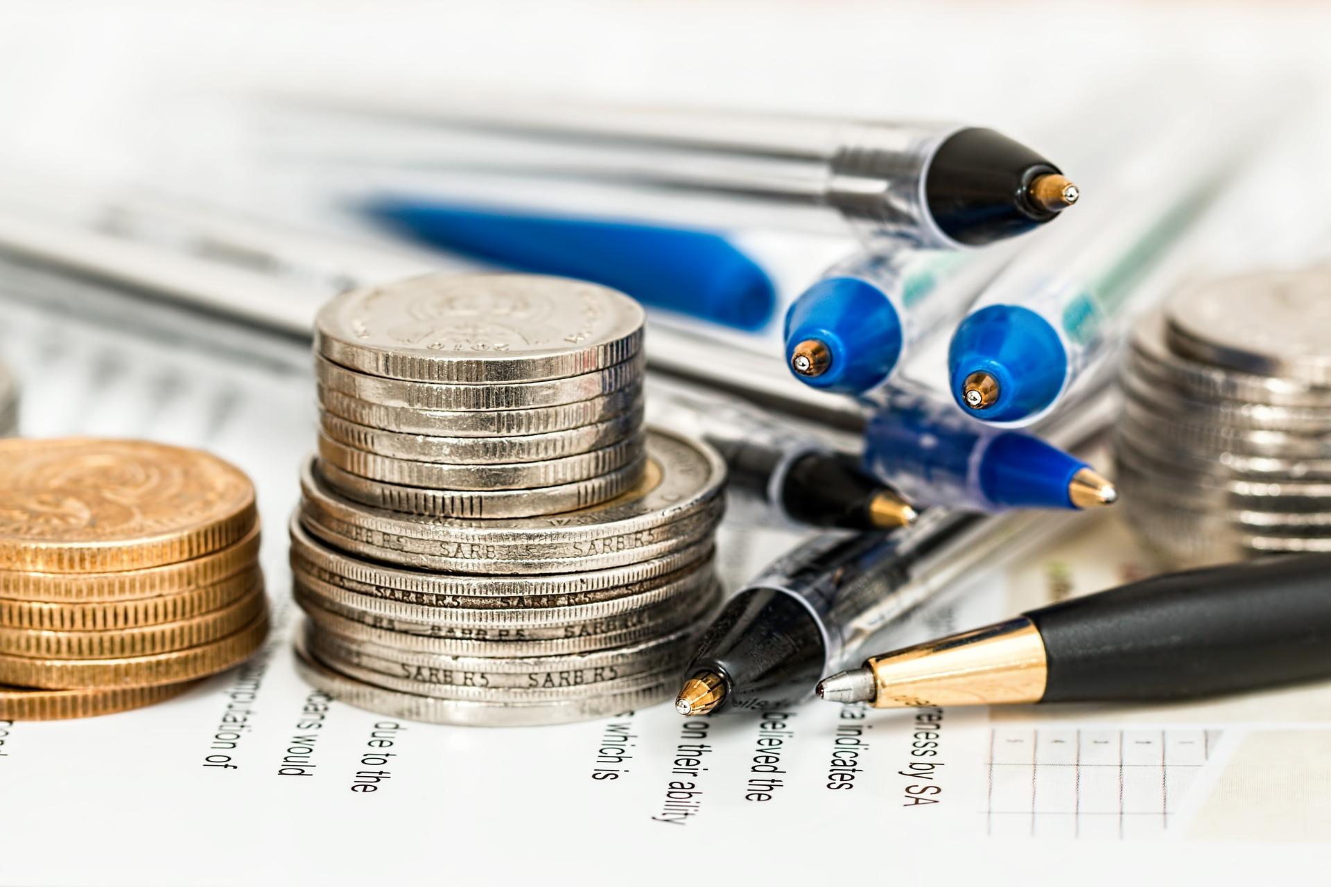 Flyttkostnader avdrag räknas ut med pengar och penna