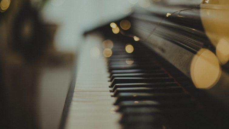 Piano som ska flyttas och transporteras